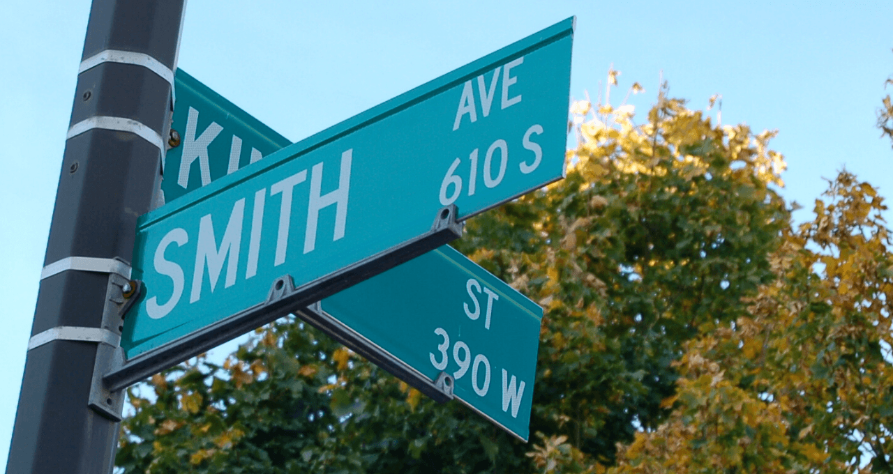 Smith & King Street Signs